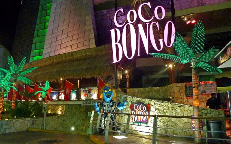 Ночной клуб Коко Бонго в Мексике